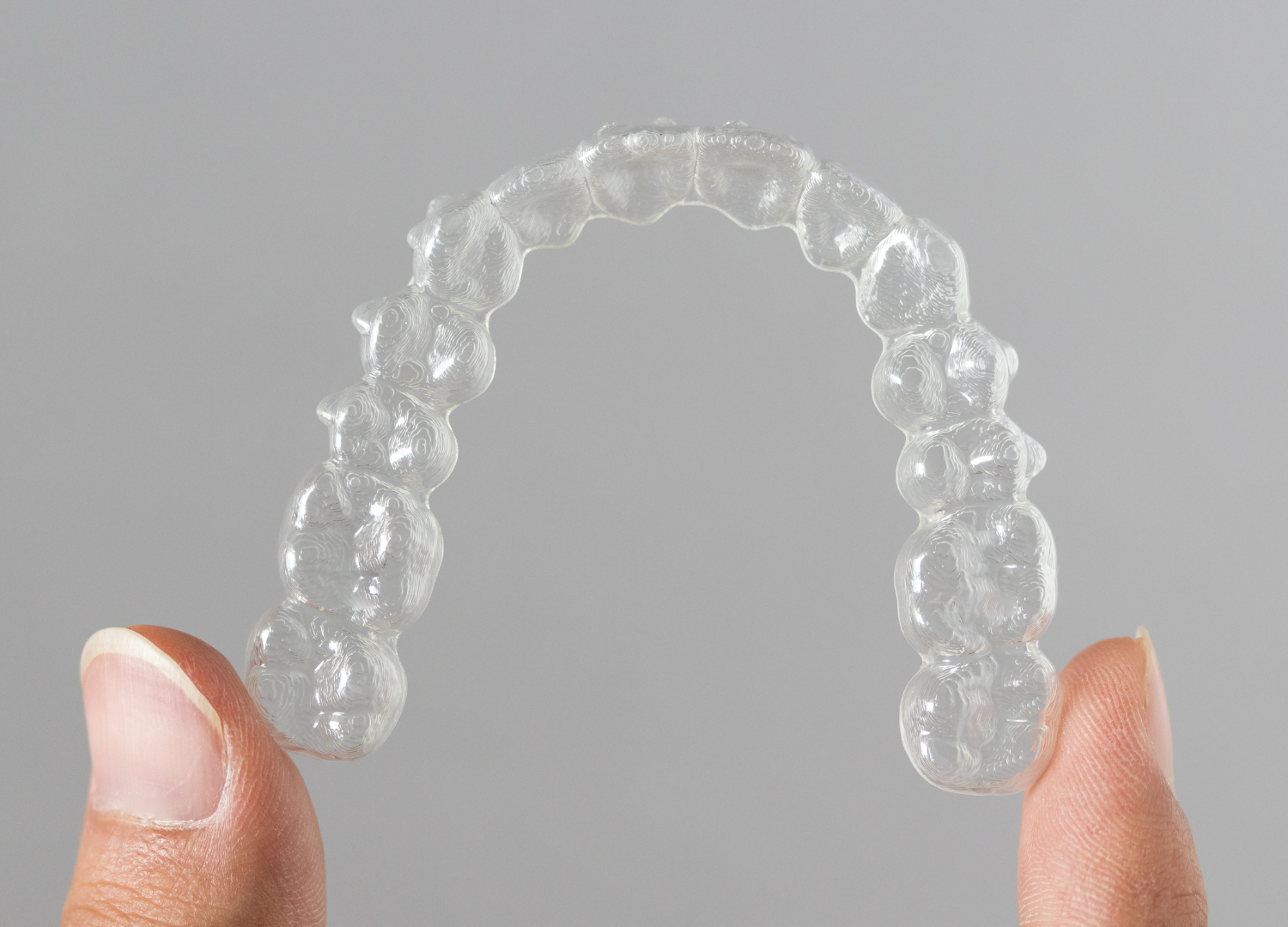 How to Remove Invisalign Aligners Easily With Attachments On